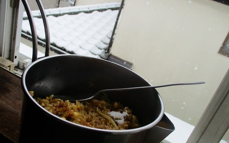 雪と穀食カレー丼