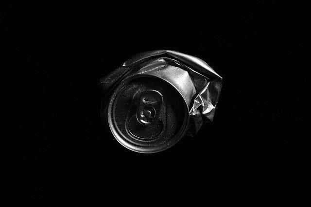 エナジードリンク。潰れた缶